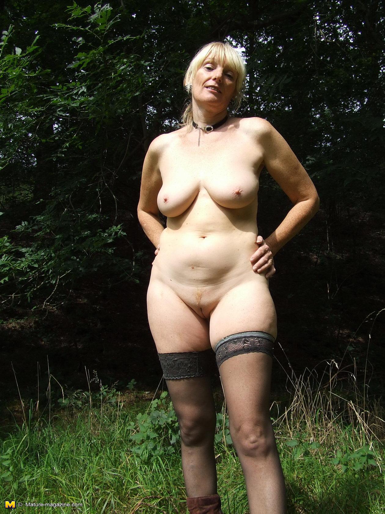 Зрелые женщины голые на природе фото